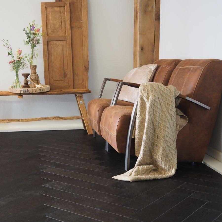 Houten vloer in visgraatpatroon